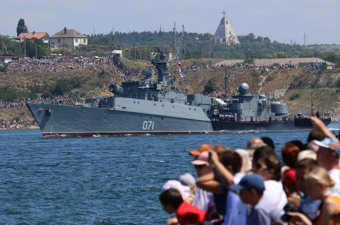 Khoe sức mạnh, Hải quân Nga vẫn có vấn đề? - Ảnh 8.