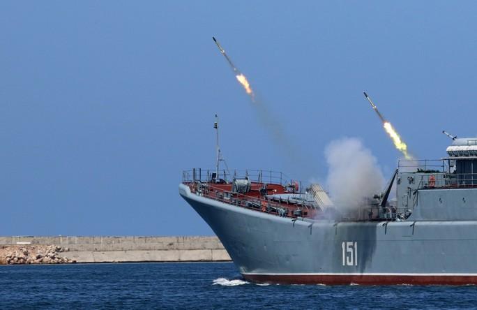 Khoe sức mạnh, Hải quân Nga vẫn có vấn đề? - Ảnh 4.