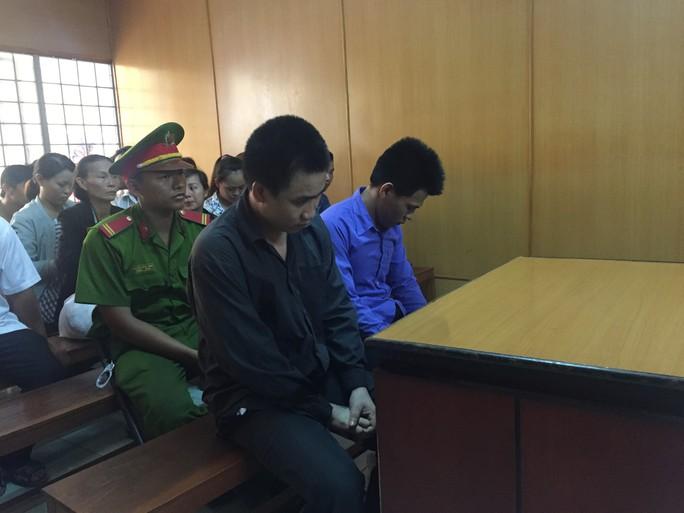 Hơn 10 người hỗn chiến, tòa xử được 2 người - Ảnh 1.