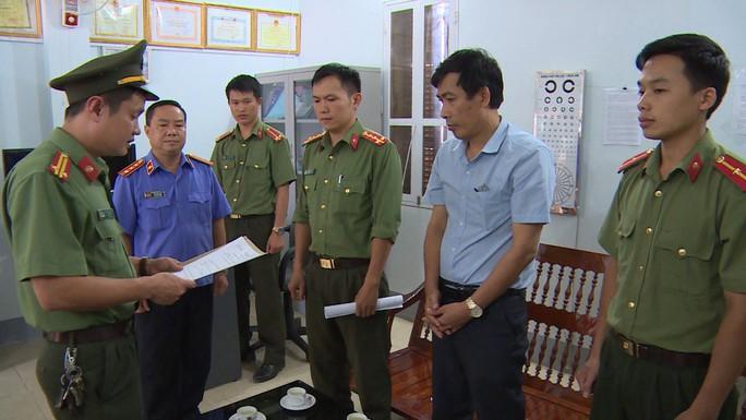 Khởi tố phó giám đốc Sở GD-ĐT Sơn La cùng 4 cán bộ vụ gian lận điểm thi - Ảnh 3.