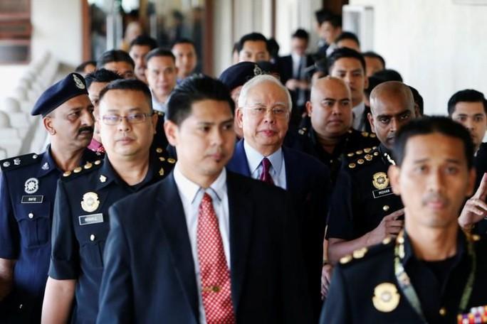Cựu thủ tướng Malaysia ấm ức vì không được tự bảo vệ - Ảnh 1.