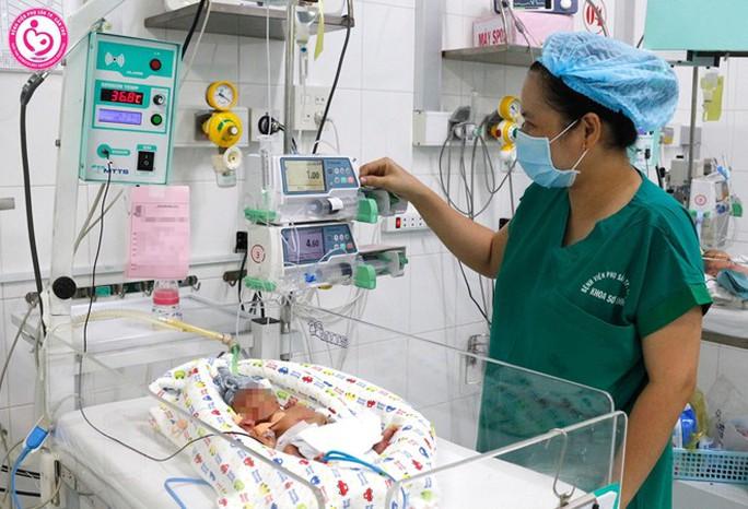 Bé sơ sinh thân tím lạnh được cứu sống kỳ diệu - Ảnh 1.