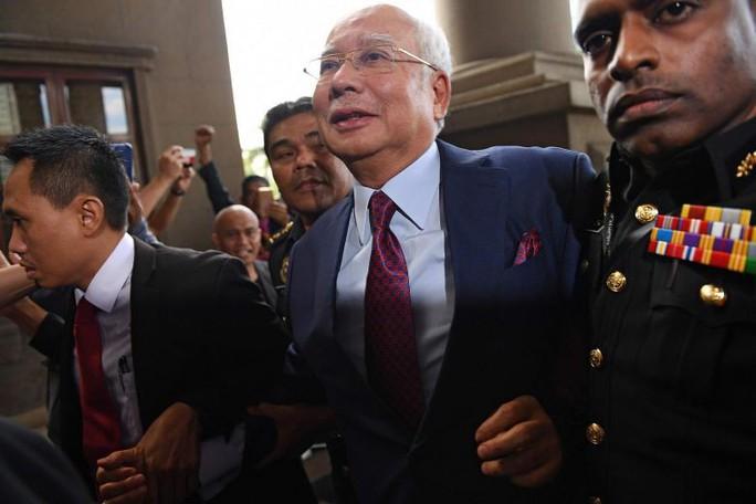 Cựu thủ tướng Malaysia ấm ức vì không được tự bảo vệ - Ảnh 4.