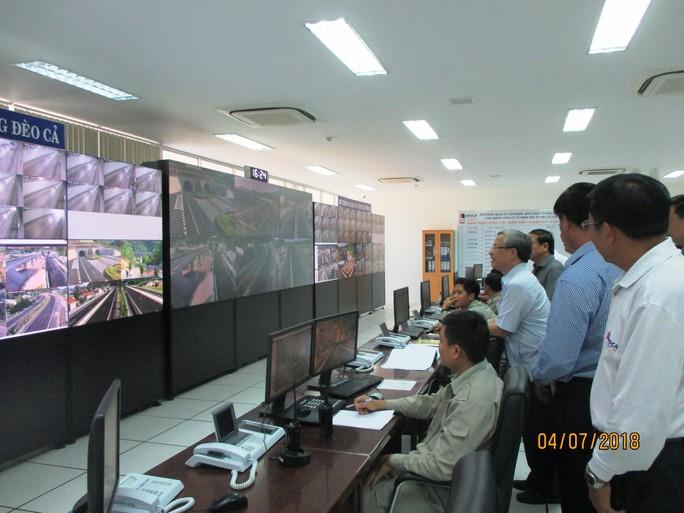 Ông Trần Quốc Vượng kiểm tra BOT hầm đường bộ đèo Cả - Ảnh 1.