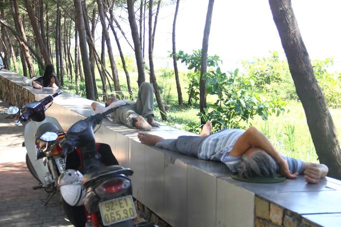 Chùm ảnh: Nắng nóng hoành hành, miền Trung điêu đứng - Ảnh 16.
