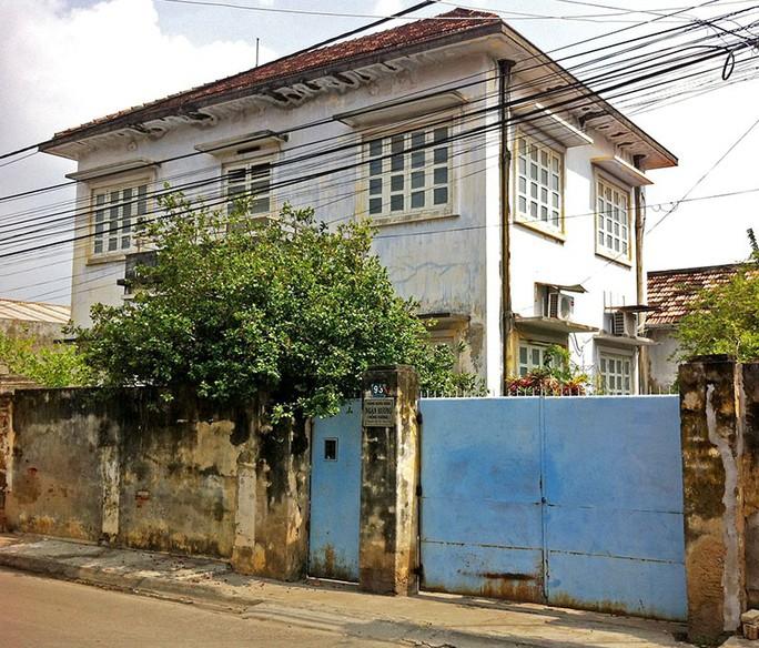 Đại gia Phan Thiết mua cả con phố xây lãnh địa riêng - Ảnh 2.