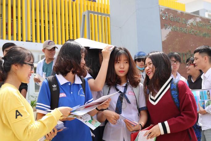 Công bố điểm thi THPT quốc gia tại TP HCM - Ảnh 1.