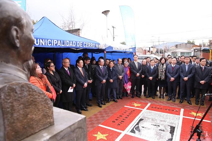 Phó Thủ tướng Vương Đình Huệ dâng hoa tại Công viên Hồ Chí Minh tại Chile  - Ảnh 5.