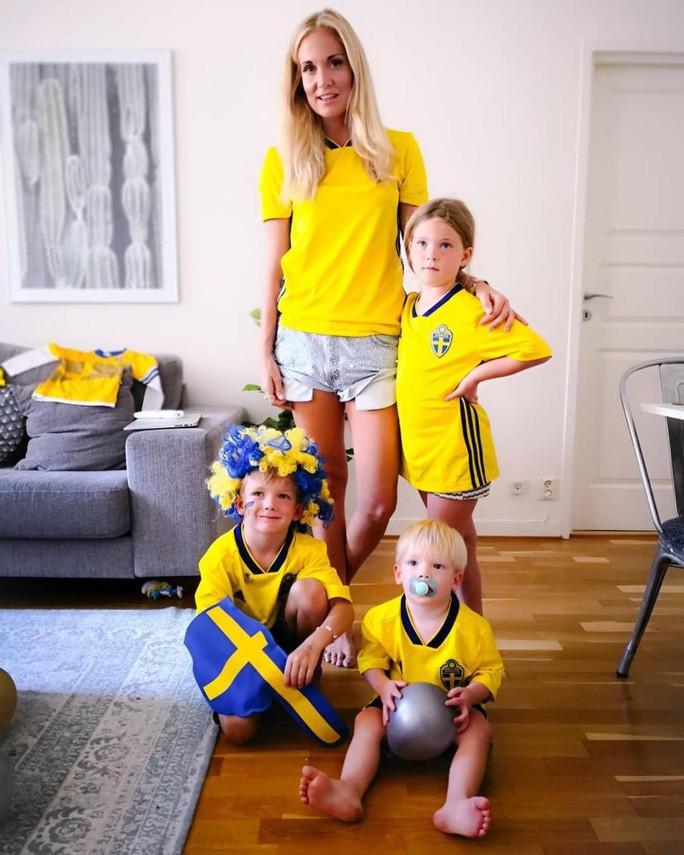 Đọ độ nóng mắt của Wags Thụy Điển và Anh - Ảnh 17.