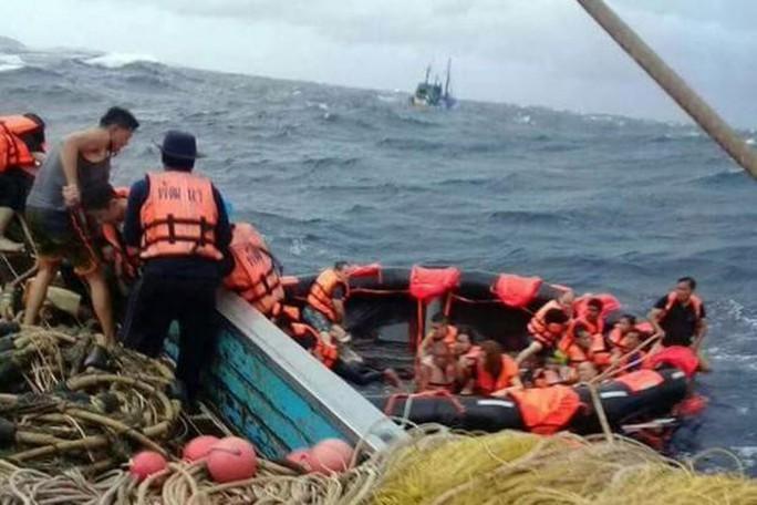 Thái Lan: 3 vụ lật tàu cùng ngày, 40 người thiệt mạng  - Ảnh 1.