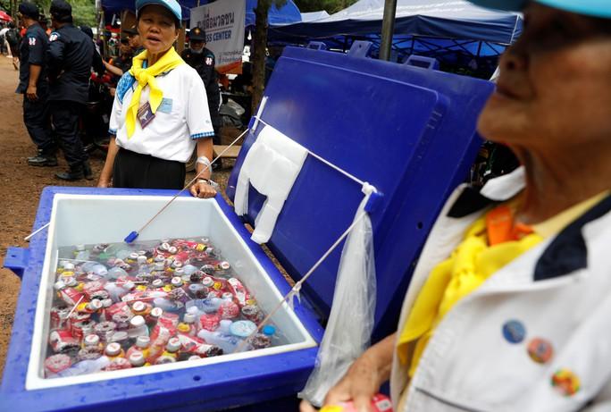 Giới chức Thái Lan: Nên đưa đội bóng mắc kẹt ra ngoài hôm nay - Ảnh 4.