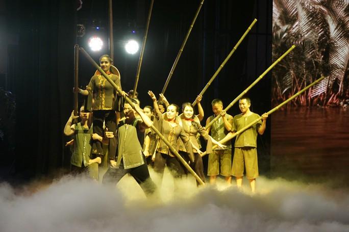Quốc Cơ, Quốc Nghiệp xúc động trong đêm TP HCM vinh danh nghệ sĩ xiếc - Ảnh 4.