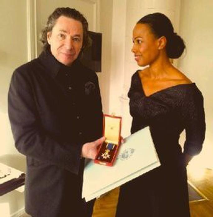 Hủy giải  Nobel Văn học 2018 vì xì căng đan tình dục - Ảnh 1.