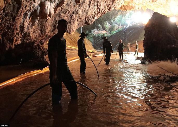 Clip: Lời chúc ngủ ngon từ hang Tham Luang - Ảnh 9.