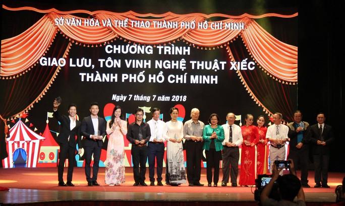 Quốc Cơ, Quốc Nghiệp xúc động trong đêm TP HCM vinh danh nghệ sĩ xiếc - Ảnh 2.