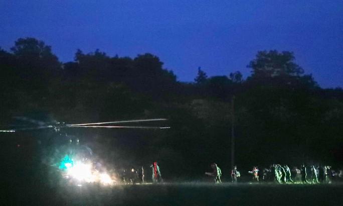 Giải cứu đội bóng mắc kẹt: Có thể mất 4 ngày để cứu 9 người còn lại - Ảnh 1.