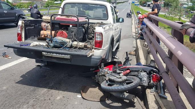 Xe tải tông đuôi xe máy trên cầu Cần Thơ, 2 mẹ con chết thảm - Ảnh 3.