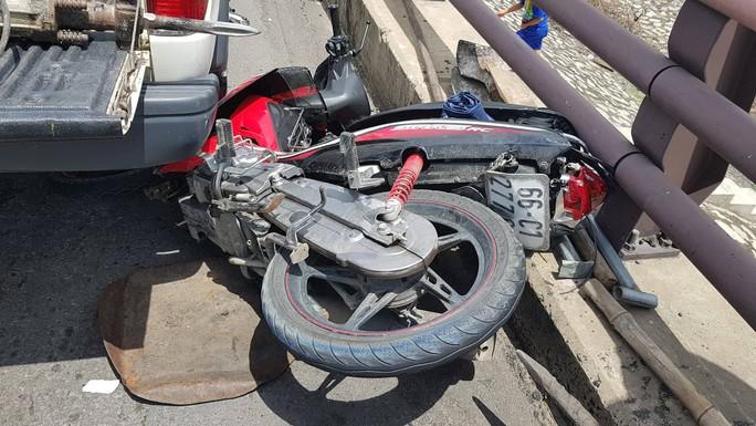 Xe tải tông đuôi xe máy trên cầu Cần Thơ, 2 mẹ con chết thảm - Ảnh 2.