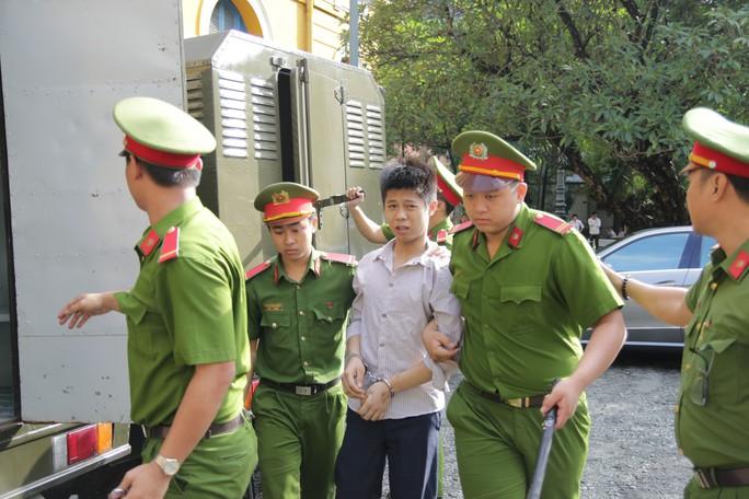 Tuyên tử hình kẻ thảm sát 5 người trong một gia đình ở Bình Tân - Ảnh 2.