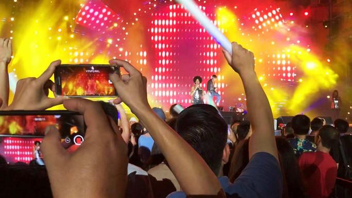 Lửa mùa hè với  Boney M tại Nha Trang - Ảnh 8.