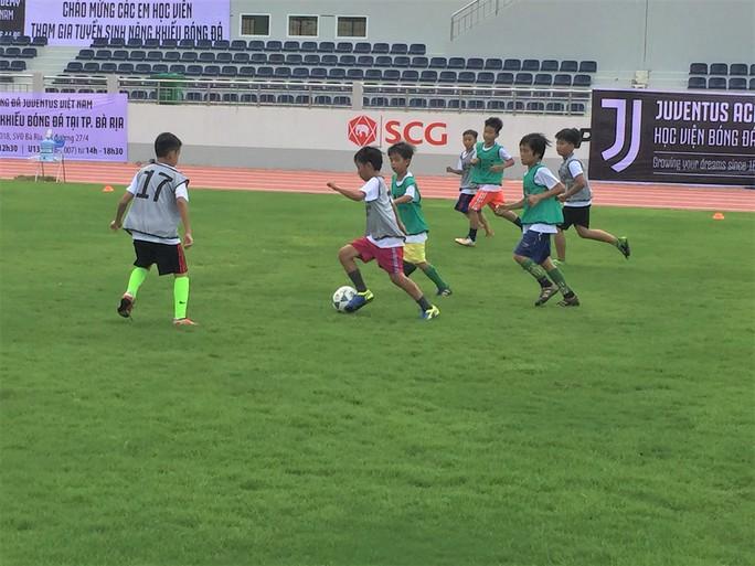 Xem buổi tuyển quân đầu tiên của Học viện bóng đá Juventus Việt Nam - Ảnh 3.