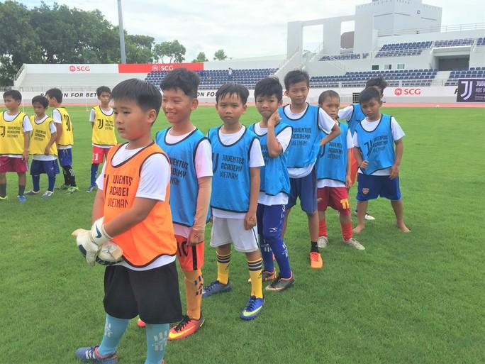 Xem buổi tuyển quân đầu tiên của Học viện bóng đá Juventus Việt Nam - Ảnh 2.