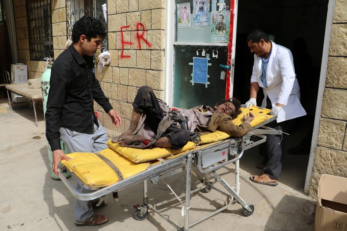 Xe buýt dính đòn thù, 29 trẻ em thiệt mạng - Ảnh 4.