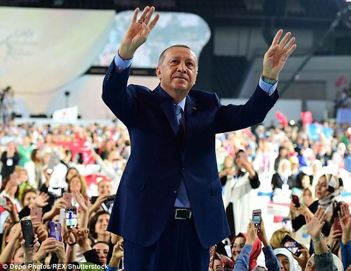 """Ông Erdogan: """"Họ có đồng đô-la, chúng ta có Thánh Allah"""" - Ảnh 1."""