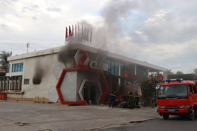 Cháy bar Z Club ở đường ven biển Trần Phú, TP Nha Trang - Ảnh 1.