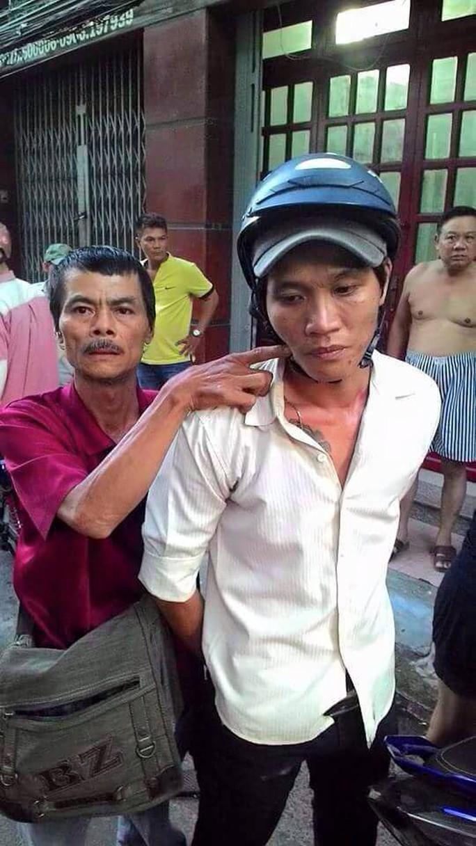 Xúc động gặp lại hiệp sĩ Trần Văn Hoàng trong giao lưu gương sáng phố phường - Ảnh 2.
