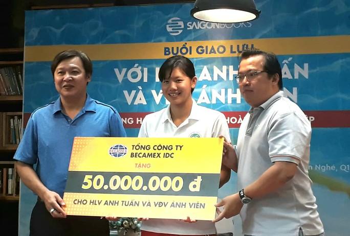 Thầy trò Ánh Viên nhận 300 triệu đồng trước thềm ASIAD - Ảnh 3.