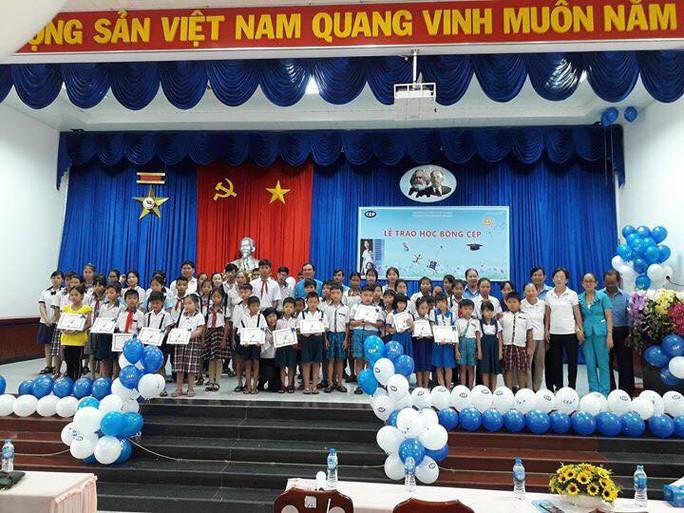 CEP giúp con thành viên nghèo đến lớp - Ảnh 1.