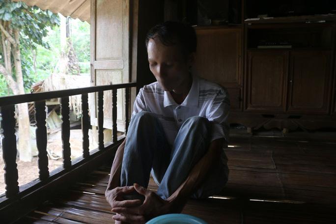 Vụ 42 người 1 xã nhiễm HIV: Vợ y sĩ nói gì về việc chồng bị nghi dùng chung kim tiêm? - Ảnh 2.