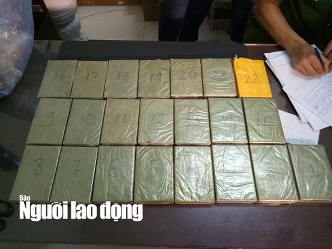 Bắt vụ vận chuyển ma túy lớn nhất Tây Nguyên với 22 bánh heroin - Ảnh 2.