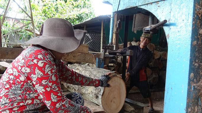 Vào làng nghề làm thớt gỗ trứ danh ở miền Tây - Ảnh 10.
