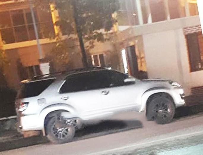 Đập kính ô tô đỗ gần trụ sở Thị ủy, trộm điện thoại di động - Ảnh 1.