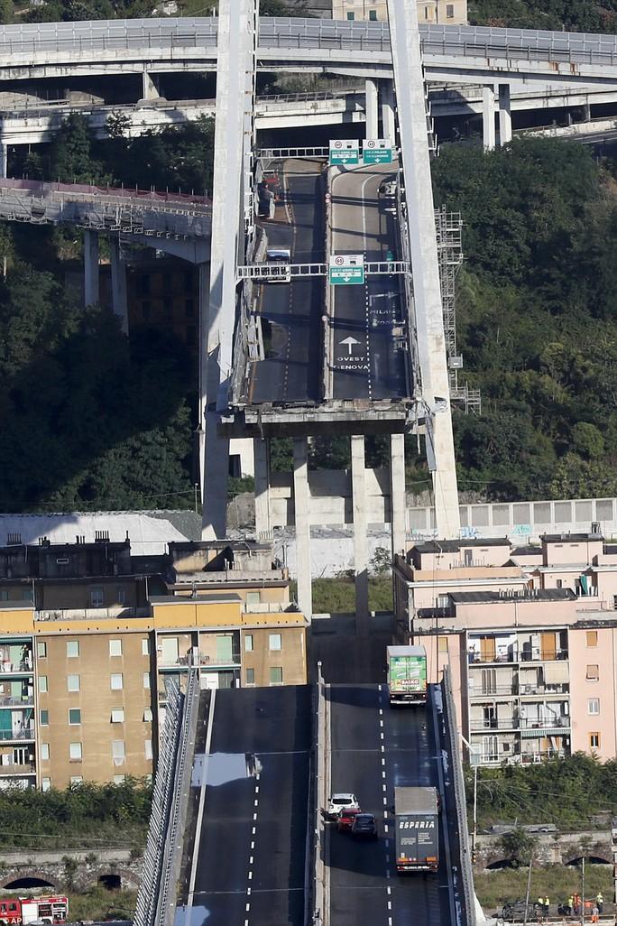 Cầu cao tốc ở Ý sập do phớt lờ cảnh báo? - Ảnh 2.