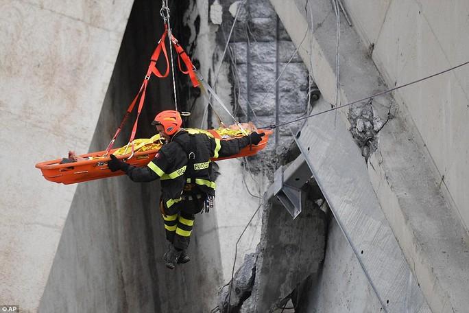 Cầu cao tốc ở Ý sập do phớt lờ cảnh báo? - Ảnh 3.