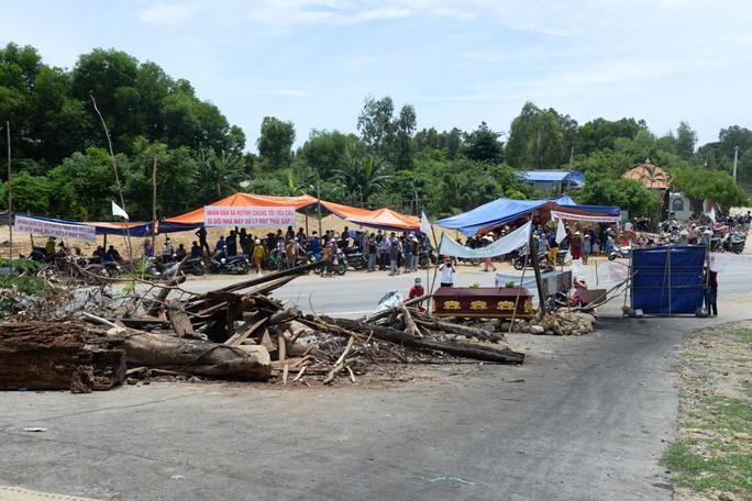 Quảng Ngãi cầu cứu Bộ TN-MT vụ dân chặn nhà máy rác - Ảnh 1.
