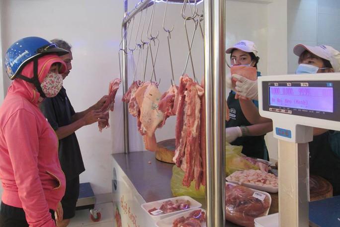 Phó Thủ tướng yêu cầu ngăn chặn đầu cơ thịt heo - Ảnh 1.
