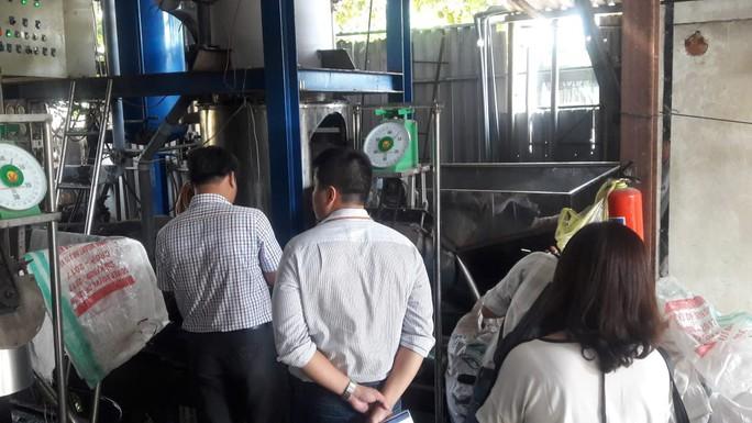 Đà Nẵng: Sản xuất đá viên bẩn, một cơ sở bị lập biên bản - Ảnh 4.