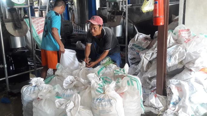 Đà Nẵng: Sản xuất đá viên bẩn, một cơ sở bị lập biên bản - Ảnh 2.