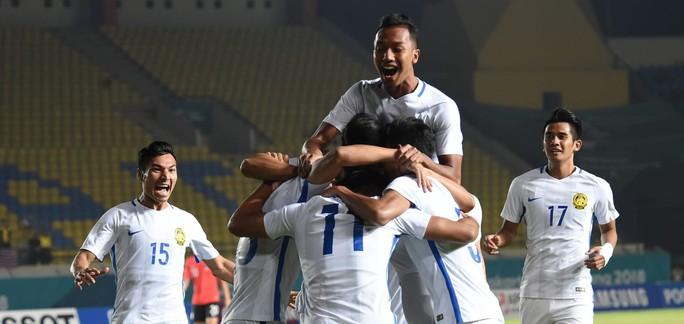 Malaysia hạ Hàn Quốc, Việt Nam và Nhật ăn mừng - Ảnh 1.