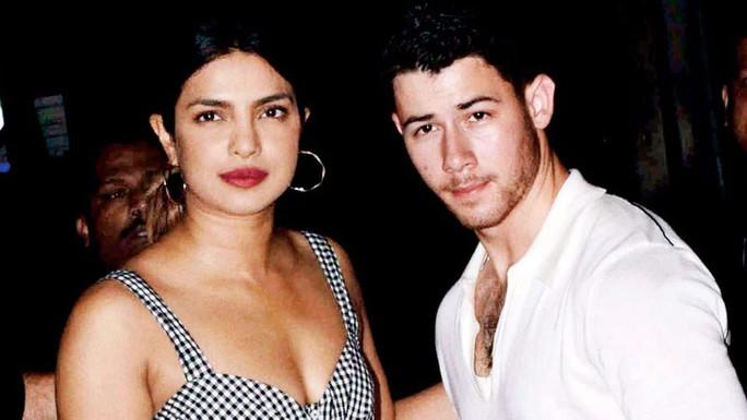 Hoa hậu Thế giới đính hôn với ca sĩ Nick Jonas kém 10 tuổi - Ảnh 2.