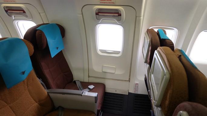 Bí mật cửa thoát hiểm trên máy bay - Ảnh 4.