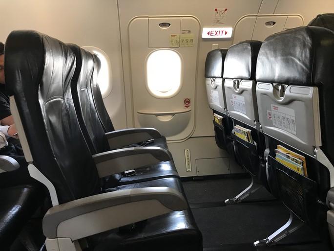 Bí mật cửa thoát hiểm trên máy bay - Ảnh 3.