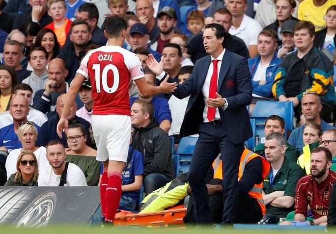 Thua Chelsea, vua săn danh hiệu Emery khởi đầu tệ tại Arsenal - Ảnh 2.