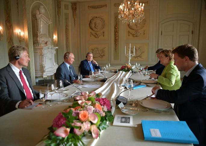 Ông Putin và bà Merkel bàn bạc gì bên ngoài Berlin? - Ảnh 5.