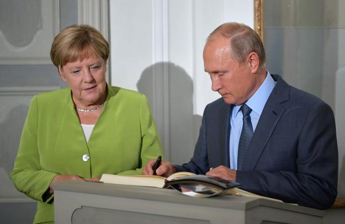 Ông Putin và bà Merkel bàn bạc gì bên ngoài Berlin? - Ảnh 7.