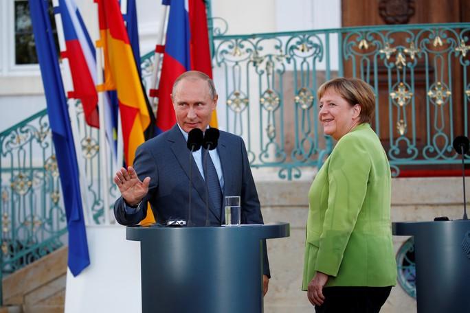 Ông Putin và bà Merkel bàn bạc gì bên ngoài Berlin? - Ảnh 2.